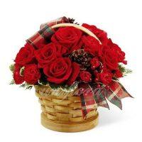 """Корзинка """"Новогодние розы"""""""
