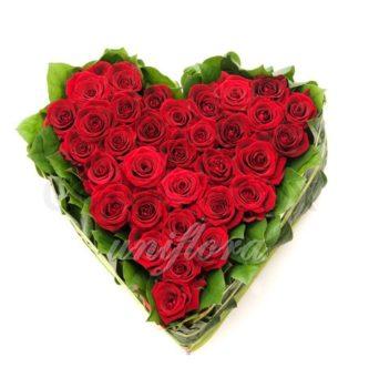 """Композиция из роз """"Люблю страстно"""""""