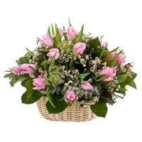 Корзина с 21 розовым тюльпаном